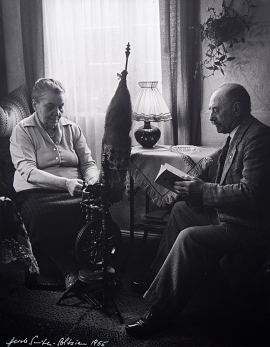 at home 1955 VAE08